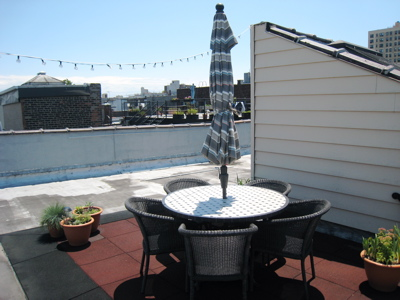 roofgarden_roof_top_furniture_crateandbarrelpatioset
